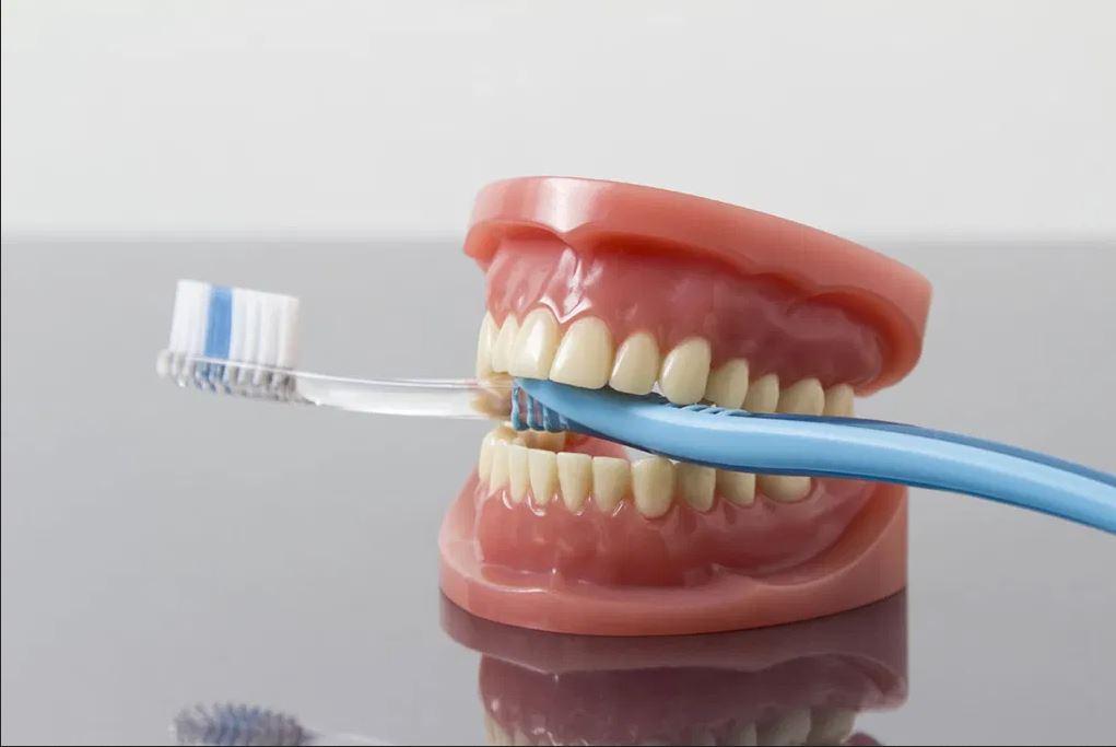 Pulizia della protesi dentale
