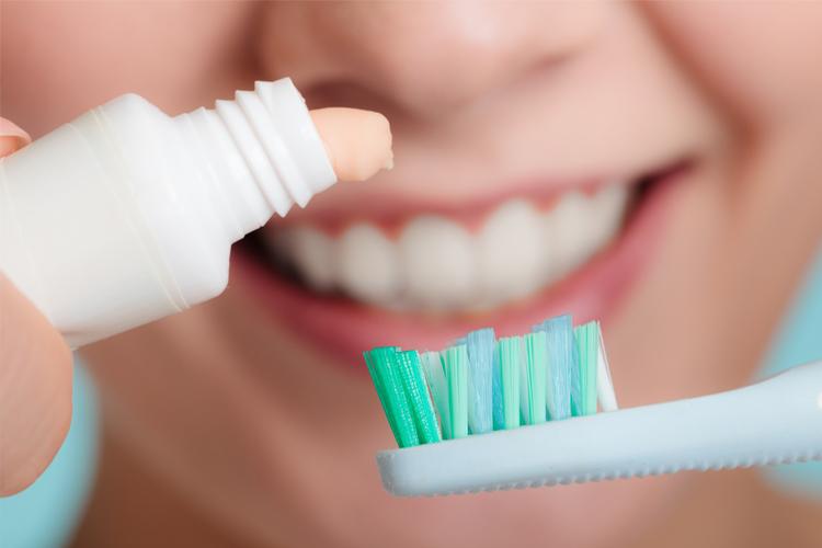 Pulire i denti